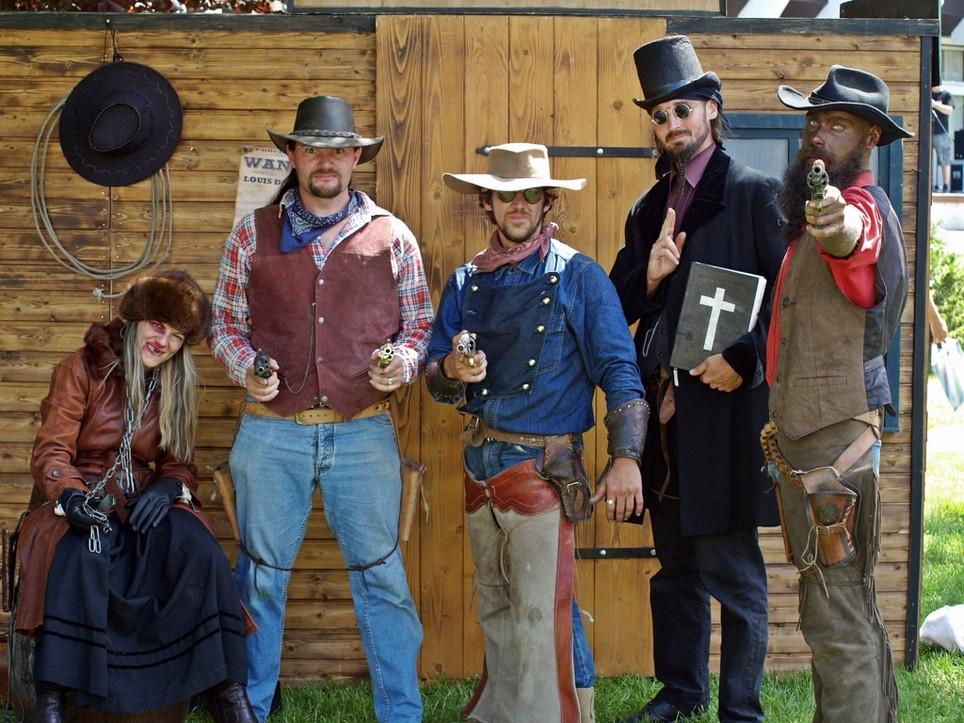 Vadnyugati műsor, western jelmezesek