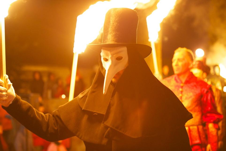 Velencei karnevál jelmezesek