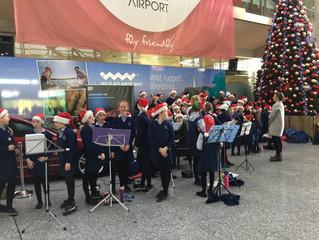 Christmas carols and songs at Cork Airport - 19 Dec 2016