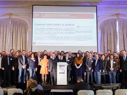 Franc succès pour la première session de signature collective de la « Charte éthique »