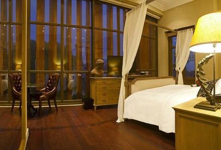 bastion-luxury-hotel.jpg