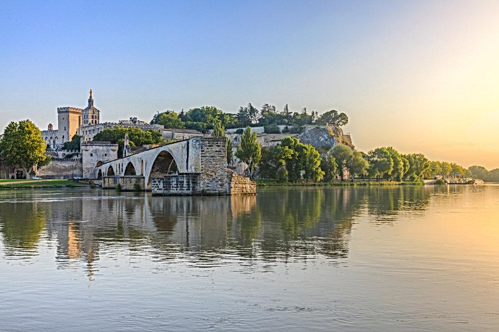 Saint-benezet_in_southeastern_France_edi
