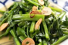 季節の青菜ガーリック炒め