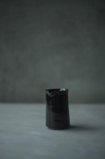 Pourer, Gloss Brown | By Karl Sebastian