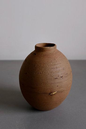 Wild Moonjar no. 4 - Riverbed clay, Kent 2020 | By Nina Solsotto