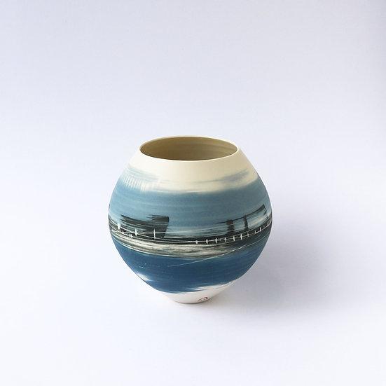 Rounded Vase | By Ali Tomlin