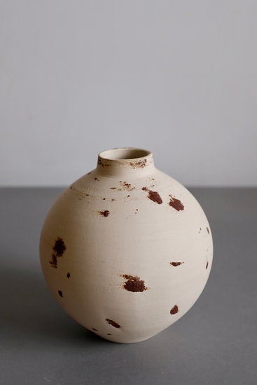 Wild Moonjar 6 - Yellow river clay & white stoneware, Kent 20 | By Nina Solsotto