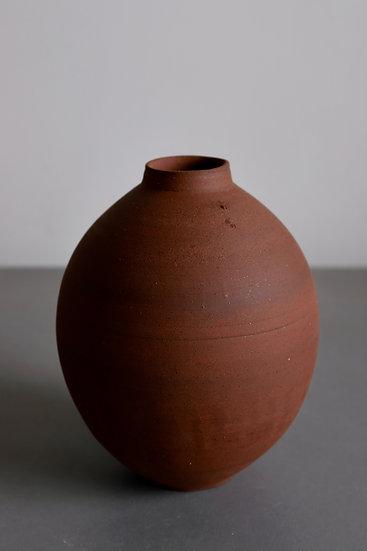 Wild Moonjar no. 5 - Yellow river clay, Kent 2020 | By Nina Solsotto