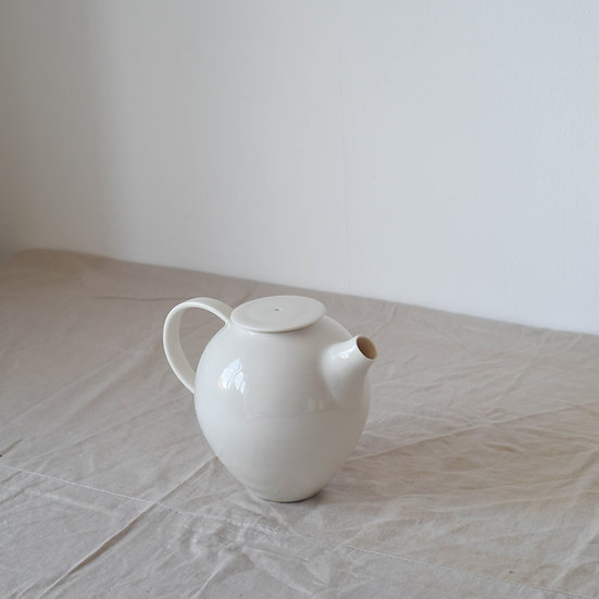 Teapot | By Ben Sutton