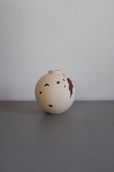 Wild Moonjar n.9 - Yellow river clay & stoneware, Kent 2020 | N Salsotto Cassina