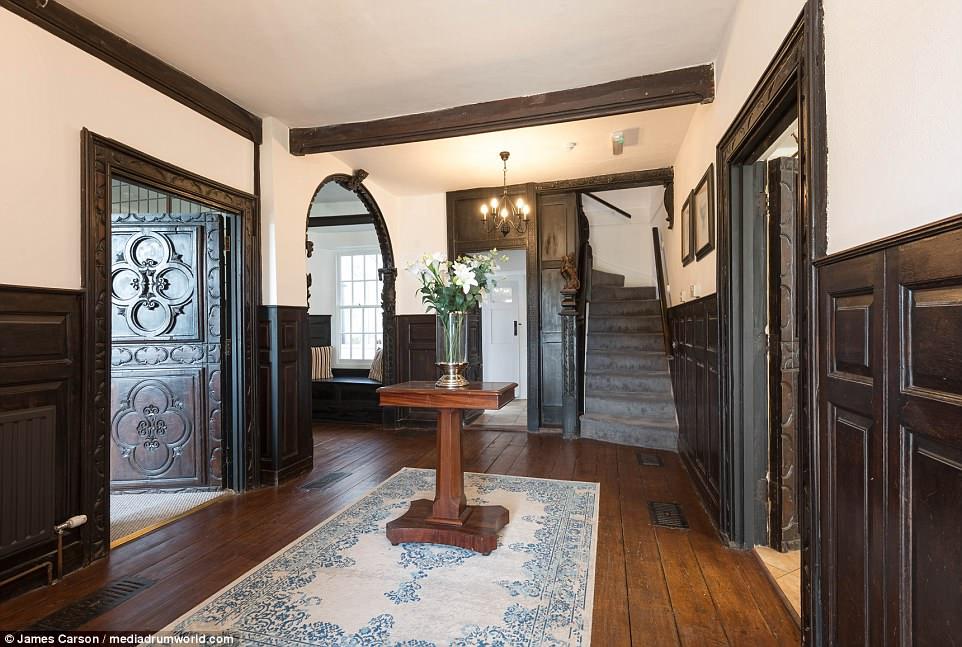 Newton Manor