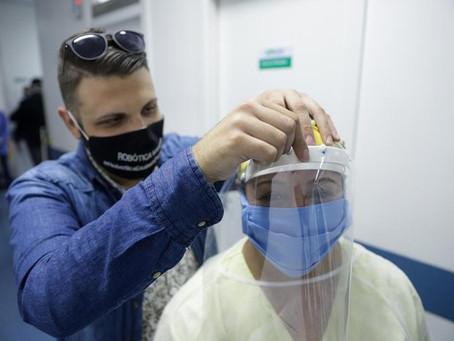 Jovens de Viamão fabricam e doam máscaras para UPA da cidade