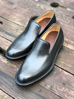 Leather-Shoes-Loafer-BLK-Gal2