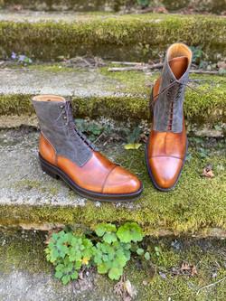 Museum light brown+grey suede captoe boots 5