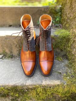 Museum light brown+grey suede captoe boots