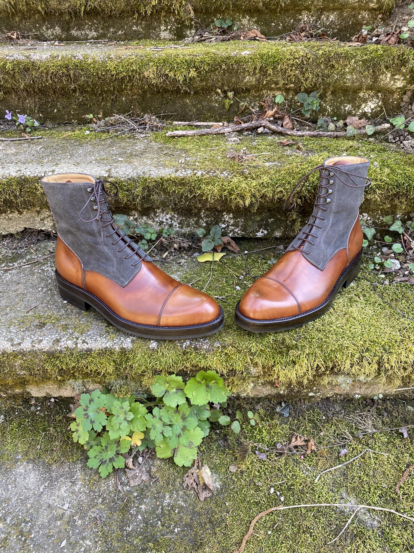 Museum light brown+grey suede captoe boots 7