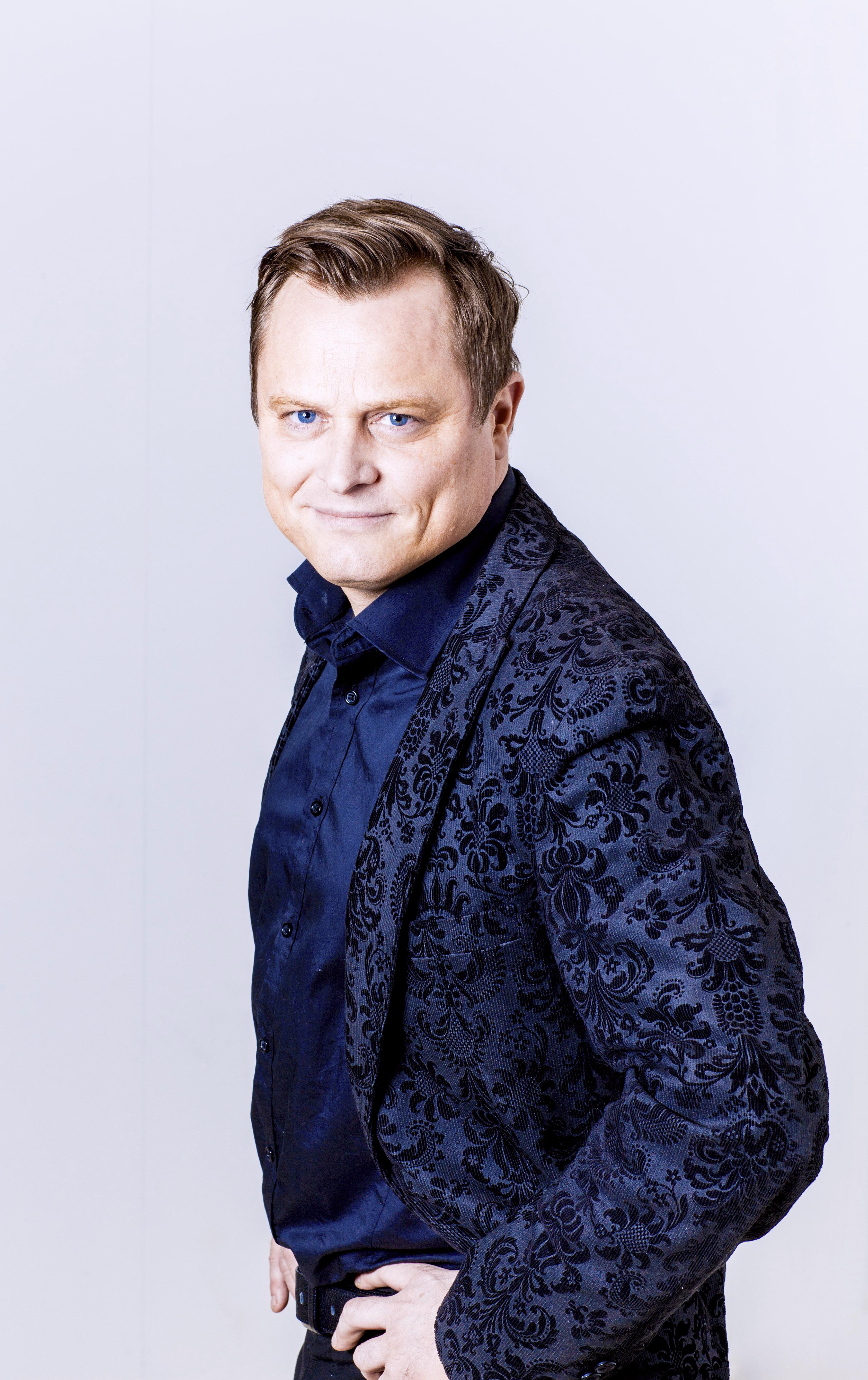 Arvid Pettersen Blue suit