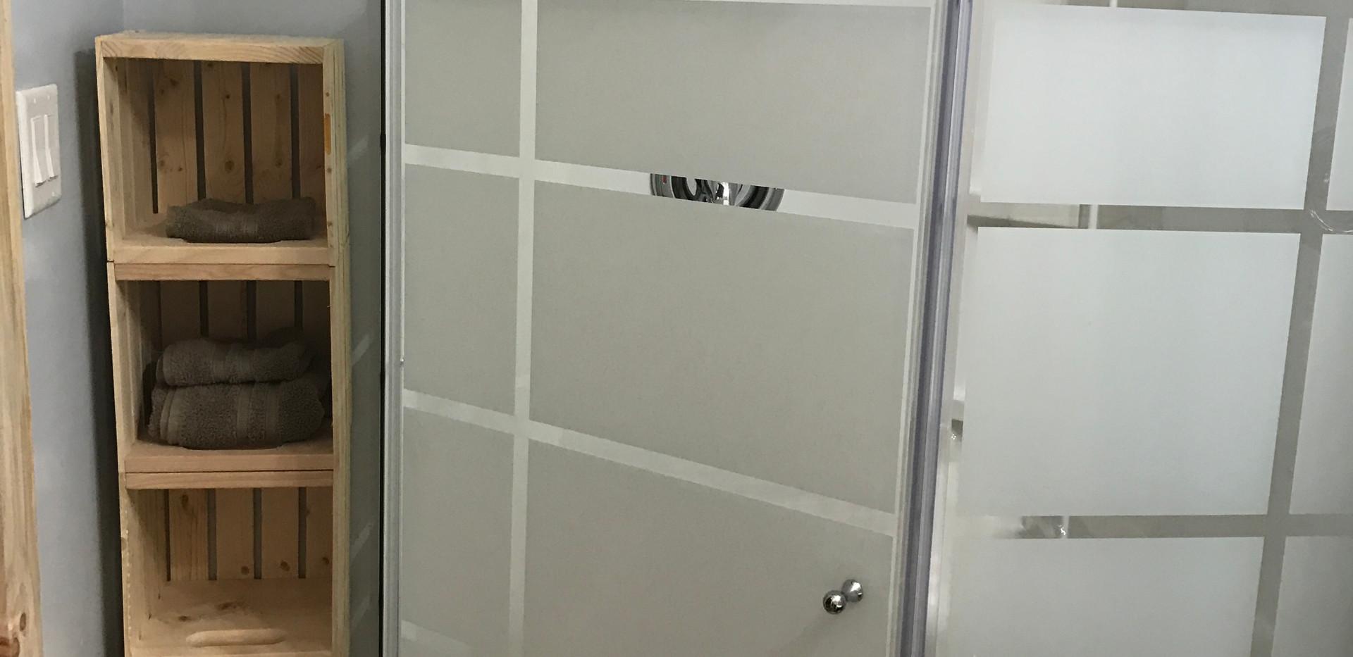 Cabin 2 shower.JPG