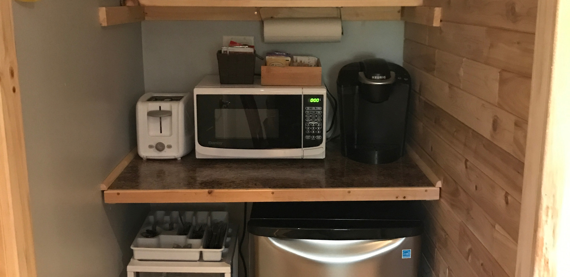 kitchenette, cabin 2.JPG