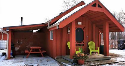 Flowerpot Cabin, front.jpg