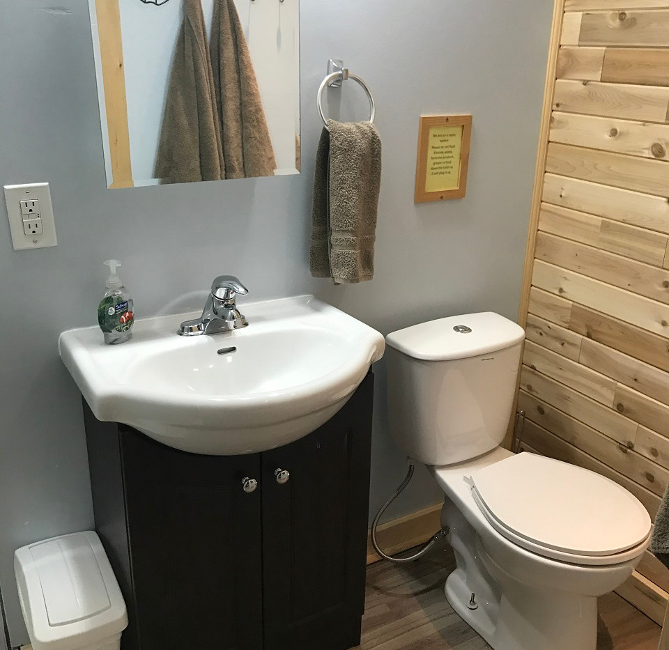 Otter Lake Cabin bathroom