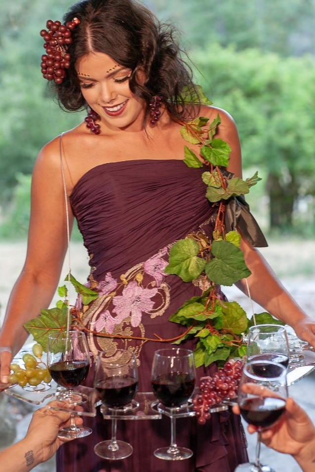A woman offering event entertainment services in Sonoma County