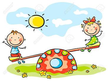 31908288-niños-pequeños-en-el-patio-de-r