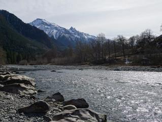 Горных рек нескончаемый гул...