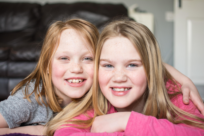 sister family shoot in kings lynn