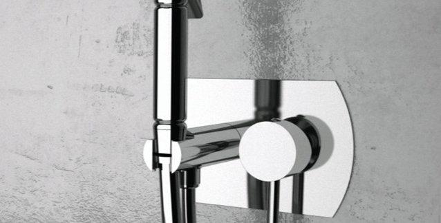 מערכת קיר עם מתיזן למקלחת | Remer N60