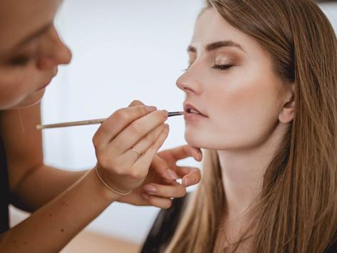 Makeup während der Hochzeit richtig auffrischen