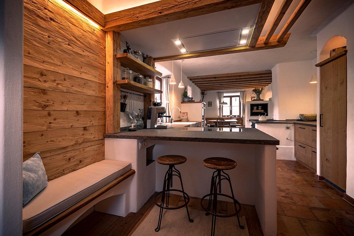 Küche, Eiche, Wandverkleidung, Altholz, Massivholz, Altholzfußboden, Steinarbeitsplatte,