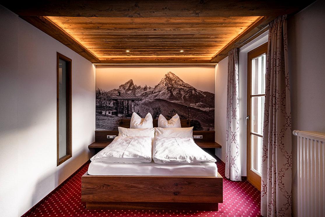 05 Hotel Krone LOW RES - Zimmer 101.jpg