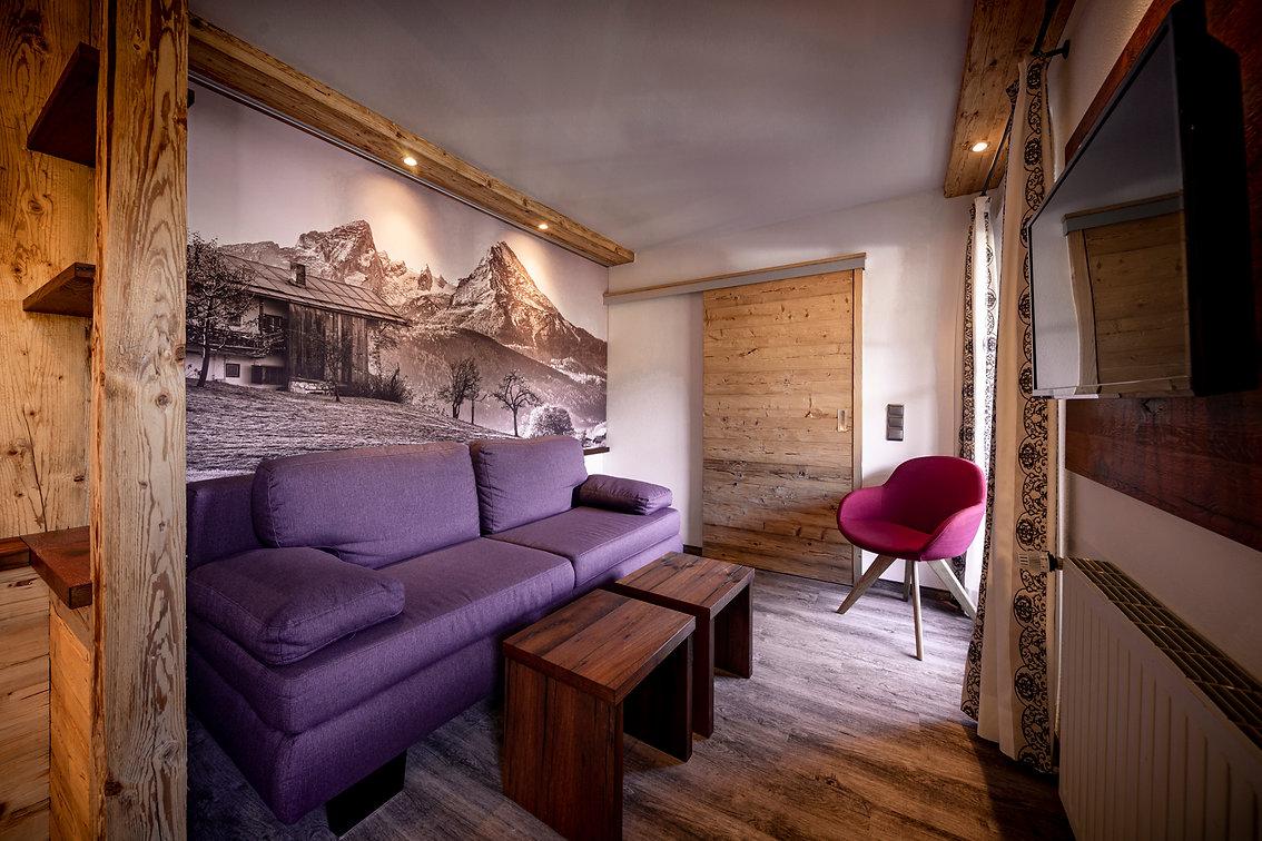 08 Hotel Krone LOW RES - Zimmer 206.jpg