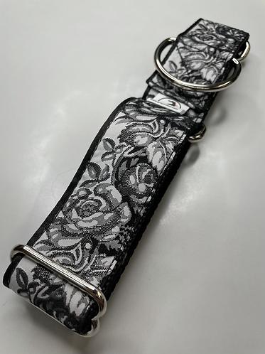 Smokey Rose collar