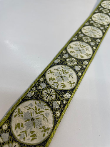 Fancy green floral collar