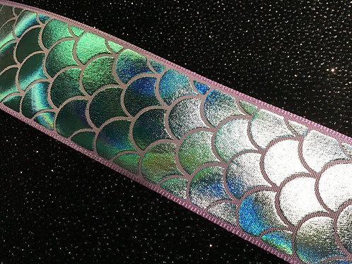 Purple border hologram mermaid scales collar