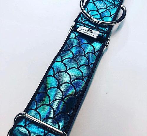 Hologram blue mermaid collar