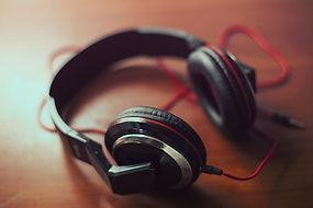 headphones-407190_1920.jpg