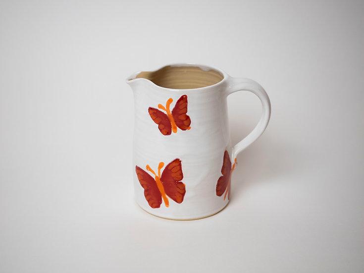 Krug mit Schmetterlingen
