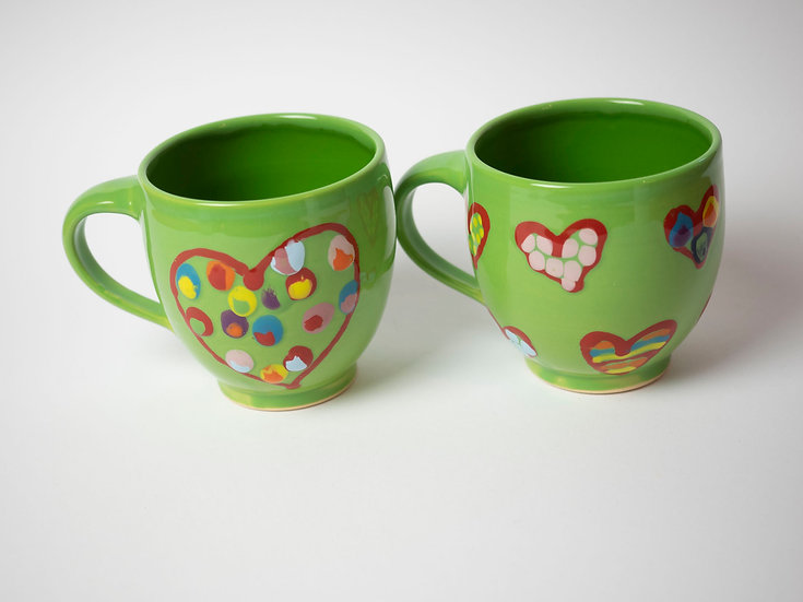 Set - 2 Tassen grün mit Herzen