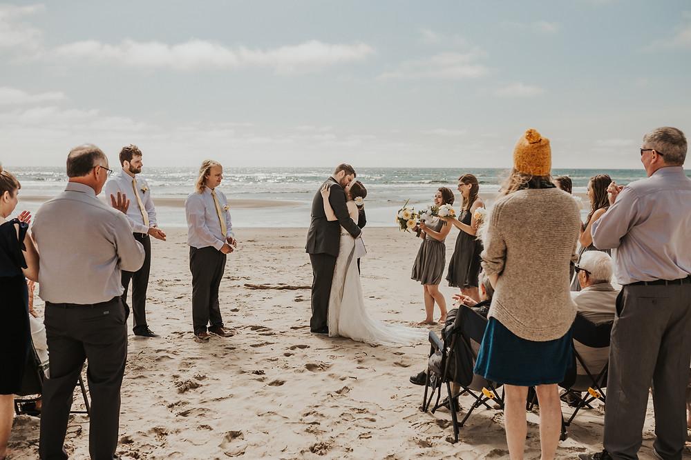 oregon coast adventure elopement ceremony