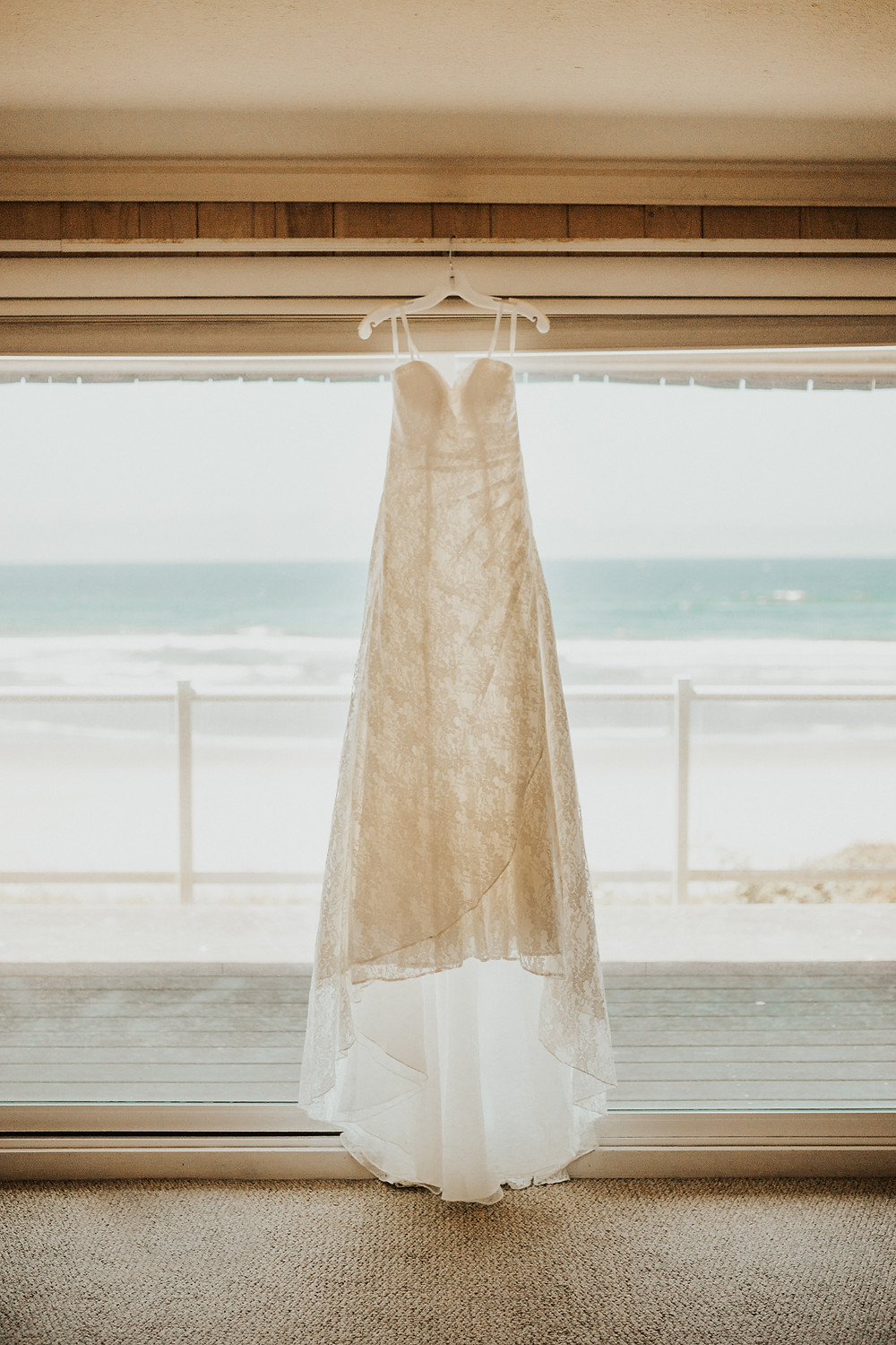 getting ready photos for an adventure beach elopement in oregon