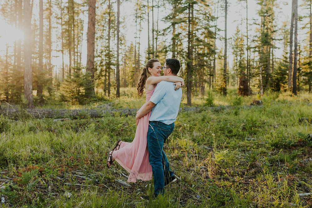 summer golden hour couples photos in the woods forest idaho adventure session