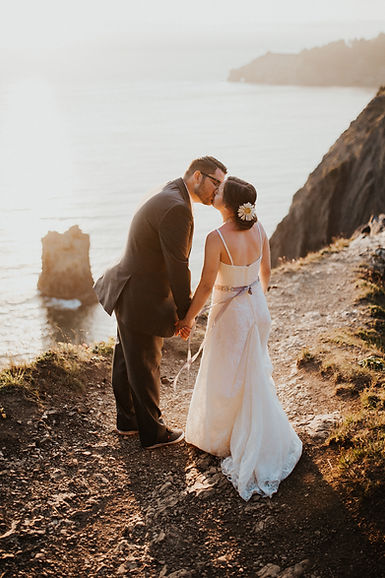 oregon coast adventure bridals at sunset, karlie larson photography, adventure elopement photographer oregon
