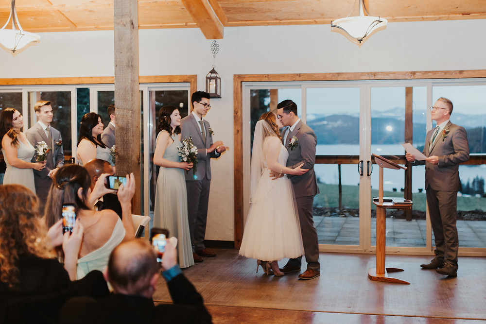 rainy day wedding on the mountain coeur d'alene idaho