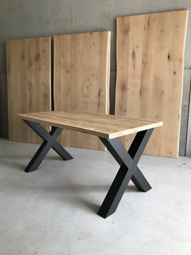 Tafel met x poten