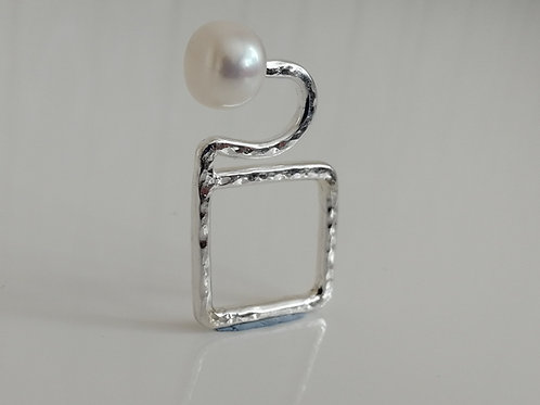 Flat geometric sterling silver ring with a freshwater pearl