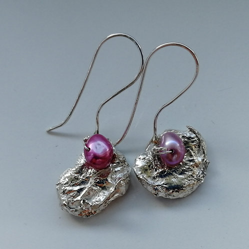 Retriculated silver earrings with a pink pearl