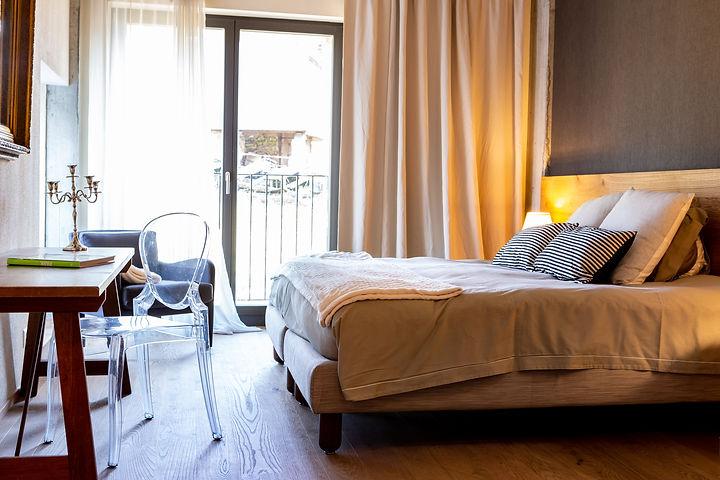 Hotel-de-l'Ours-Preles-chambre.11.jpg